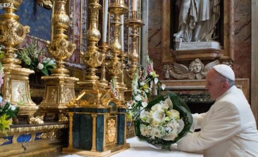 Arménie: rouge, bleu, orange, les fleurs du pape pour la Vierge Marie