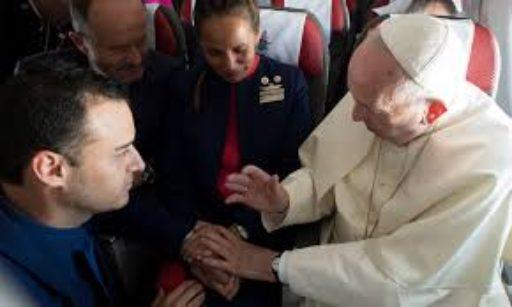 Quand le Pape célèbre un mariage dans un avion ! « Nous sommes du diocèse du ciel »