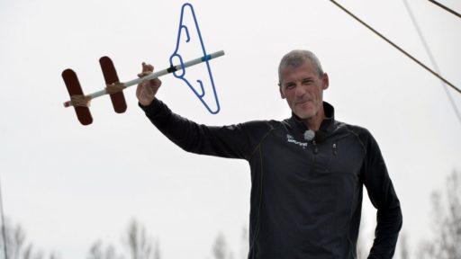 Le skipper Sébastien Destremau remet « la Clé des océans » au pape !