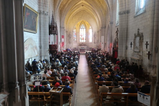 Comment suivre la messe à  St Etienne de Chinon en direct ?